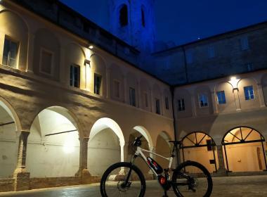 Tour notturno di Recanati in e-bike