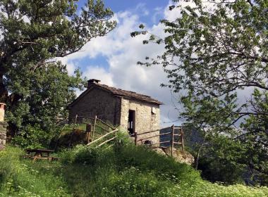 Viaggio a piedi in Emilia Romagna e Toscana: Il sentiero delle case ribelli