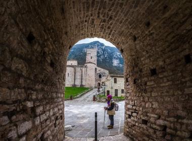 Viaggio a piedi nelle Marche, lungo il cammino dei Monaci Camaldolesi