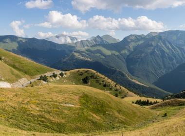 Viaggio a piedi nelle Marche. L'Infinito dei Monti Sibillini. A piedi tra natura, pastori e pellegrini