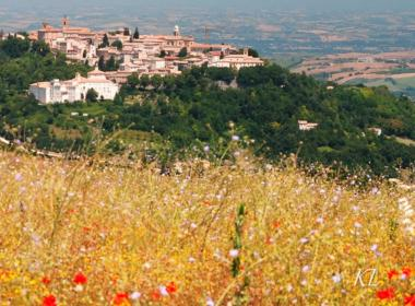 Viaggio nelle Marche, tra boschi e borghi dell'Appennino