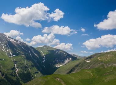 Viaggio a piedi nelle Marche, tra i monti Sibillini con Omero